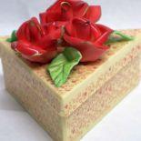 Scatola_triangolare_con_rose